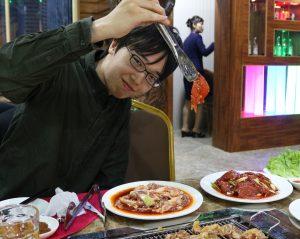 A tourist with Korean BBQ at a Pyongyang restaurant - Pyongyang Guide