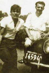 Che Guevara and Alberto Granado pose with their motorcycle.