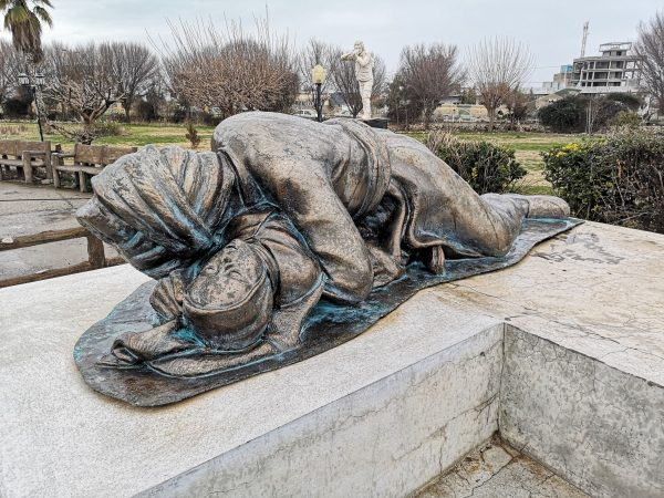 statue of a grand father protecting his grand daughter during the Halabja chemical attack