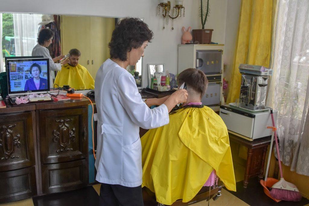 Getting a haircut during the Korean language class tour