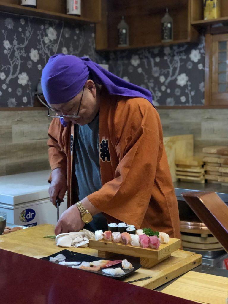 Kenji Fujimoto preparing sushi in Pyongyang