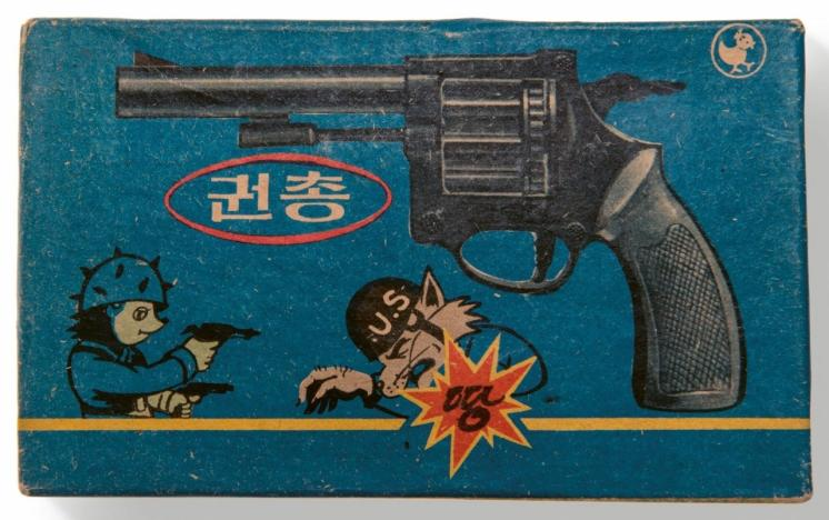 Gun toy from Squirrel and Hedgehog, featuring US wolf