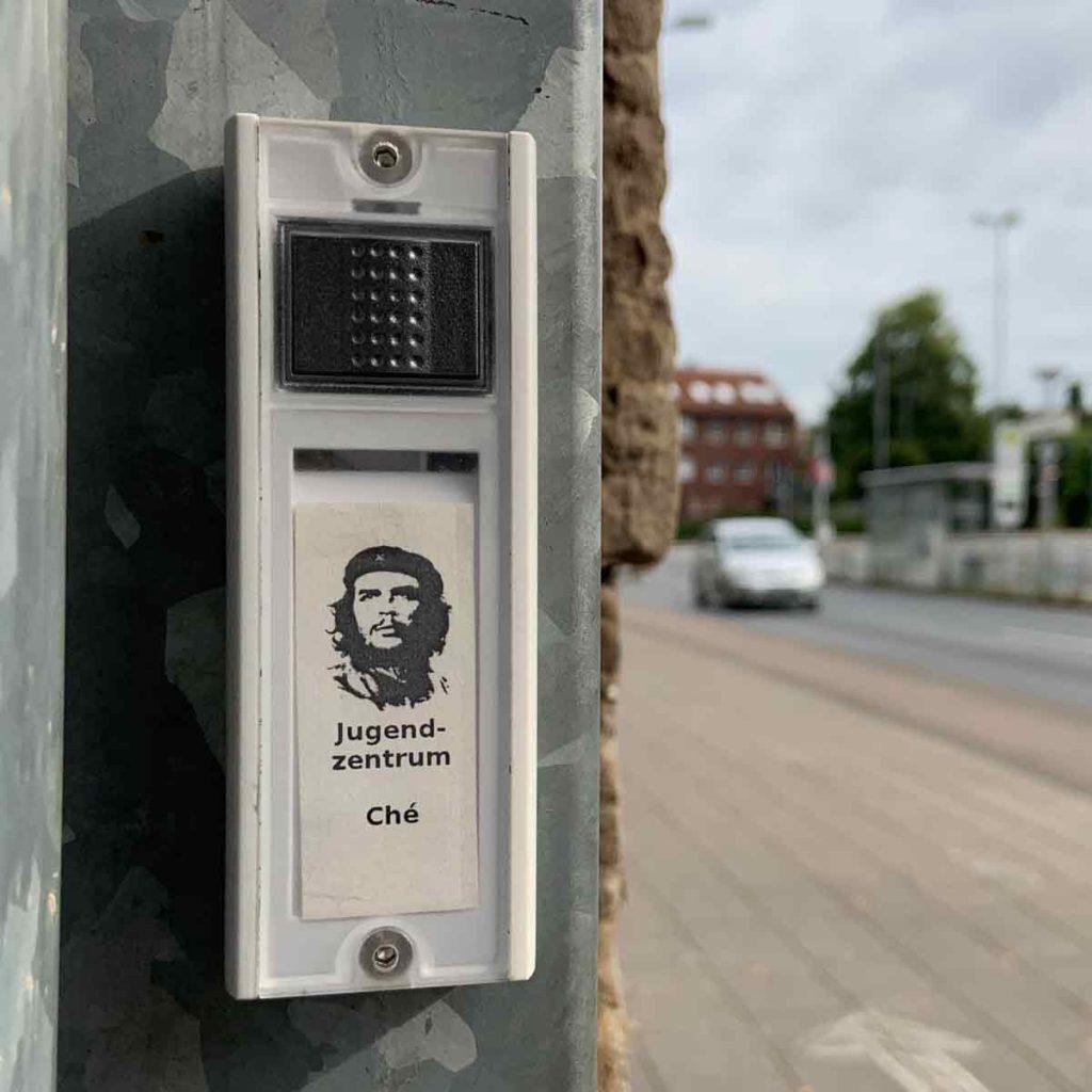 Doorbell for Che Guevara